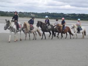 Randonnée à poney et jeux sur la plage de Quineville