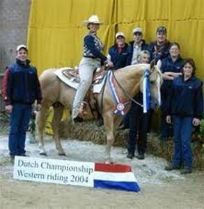Silvia Schoenmaker gewinnt das Championship Western in allen Kategorien 2004 Holland
